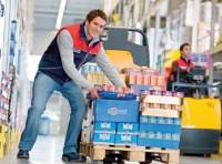 Fizyczna praca w Anglii przy zbieraniu zamówień na magazynie Corby